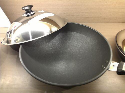 使用不沾锅具 应避免破坏表面涂层